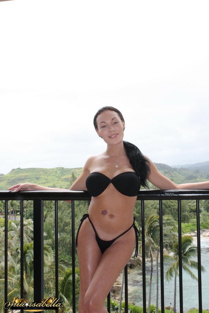 Beautiful Ladyboy Mia Isabella Stripping In Hawaii