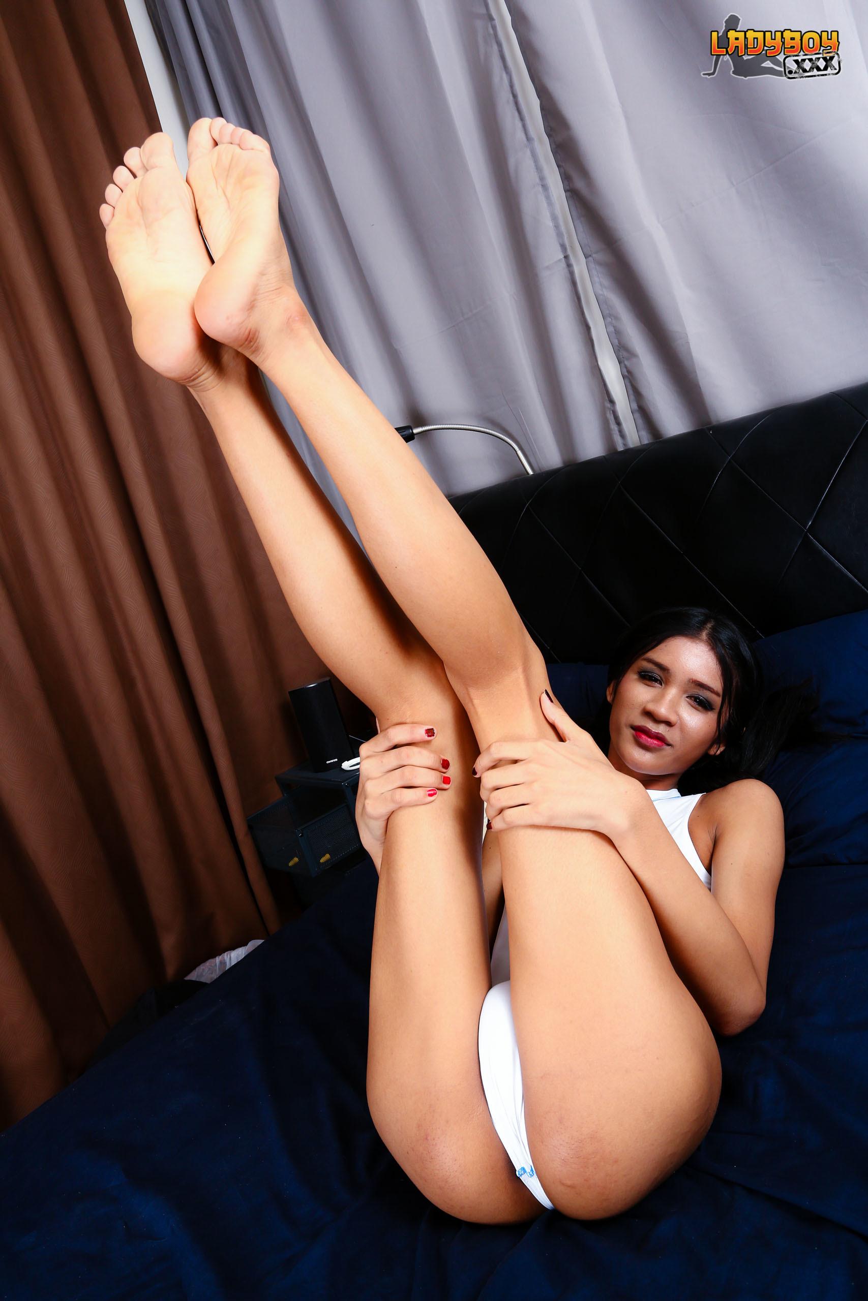 Bikini Babe Nat Plays Cock!