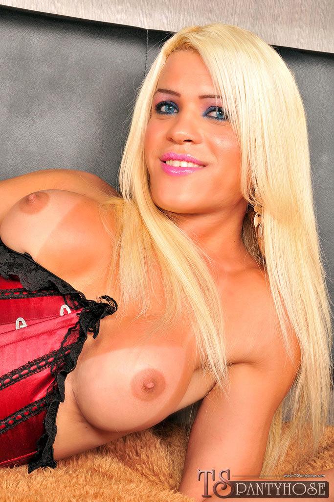 Blonde Femboy Nicole Valentin In Action
