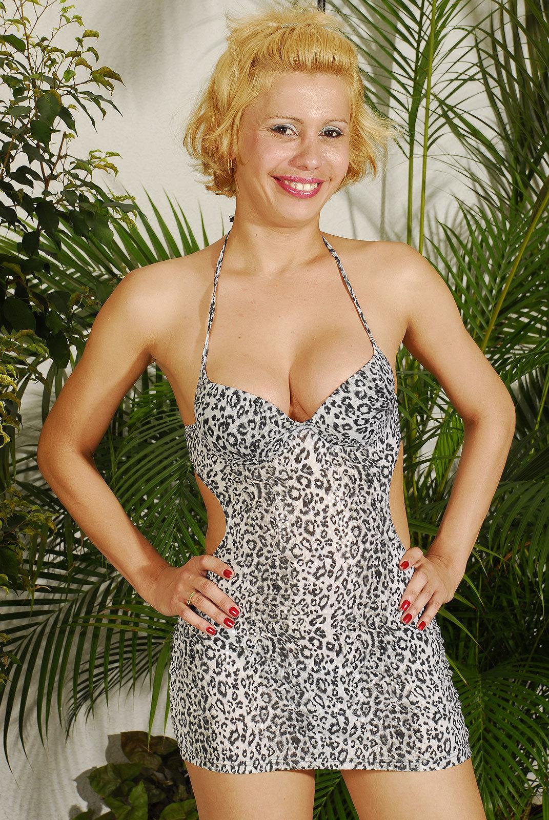 Blonde Femboy Shayane Lima Toys Ass-Hole And Wanks Off