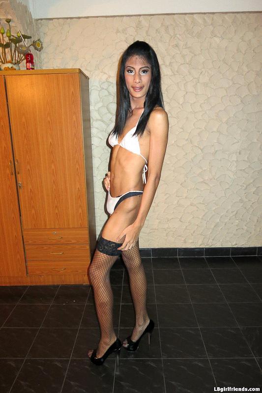 Hung Transexual Bargirl Bew Barebacks With Customer