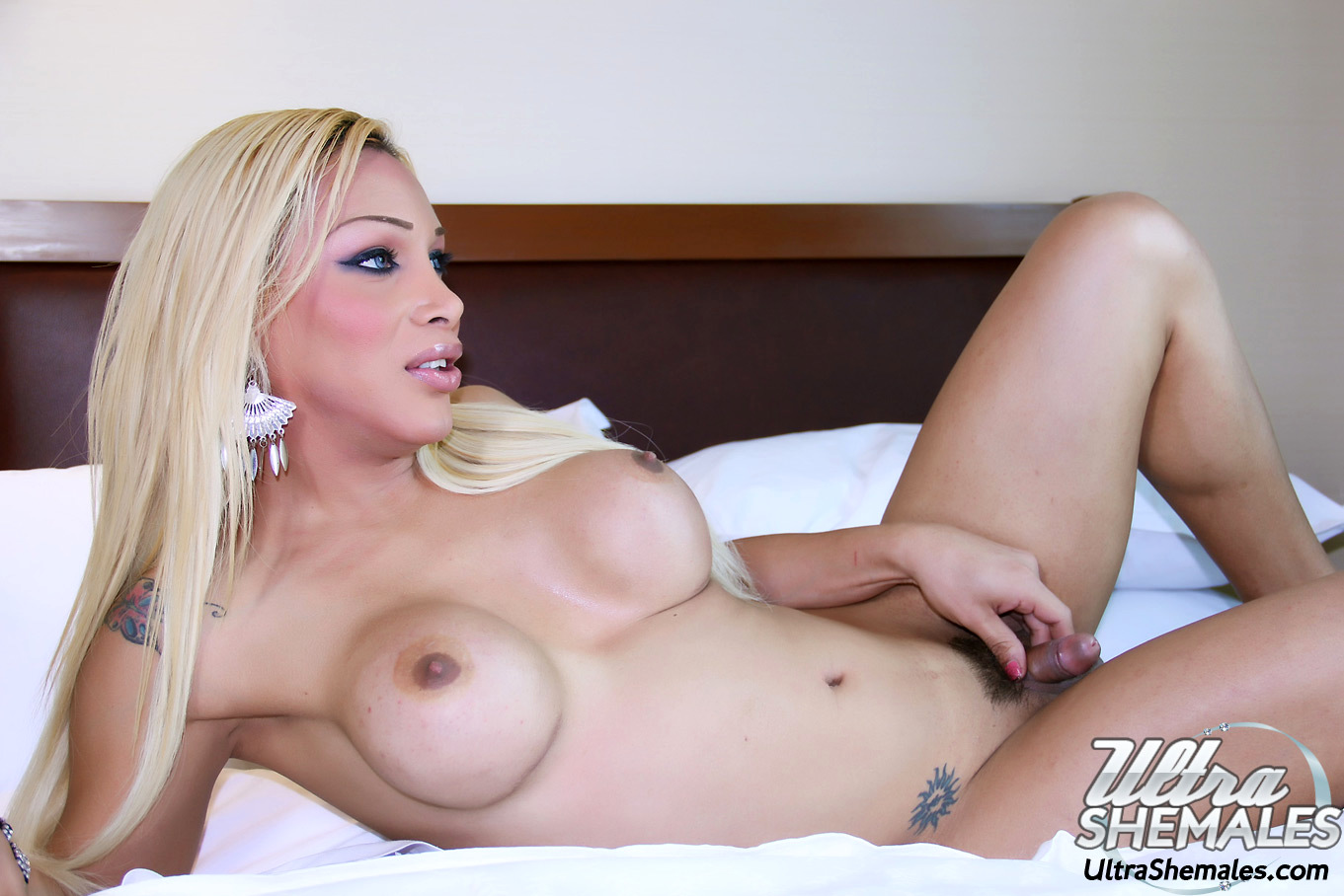 Kissable Blonde Tgirl Solanch With A Pretty Set Of Breasts Bending