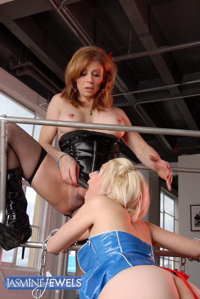 Naughty TMILF Jasmine Jewels Playing With Her Slave