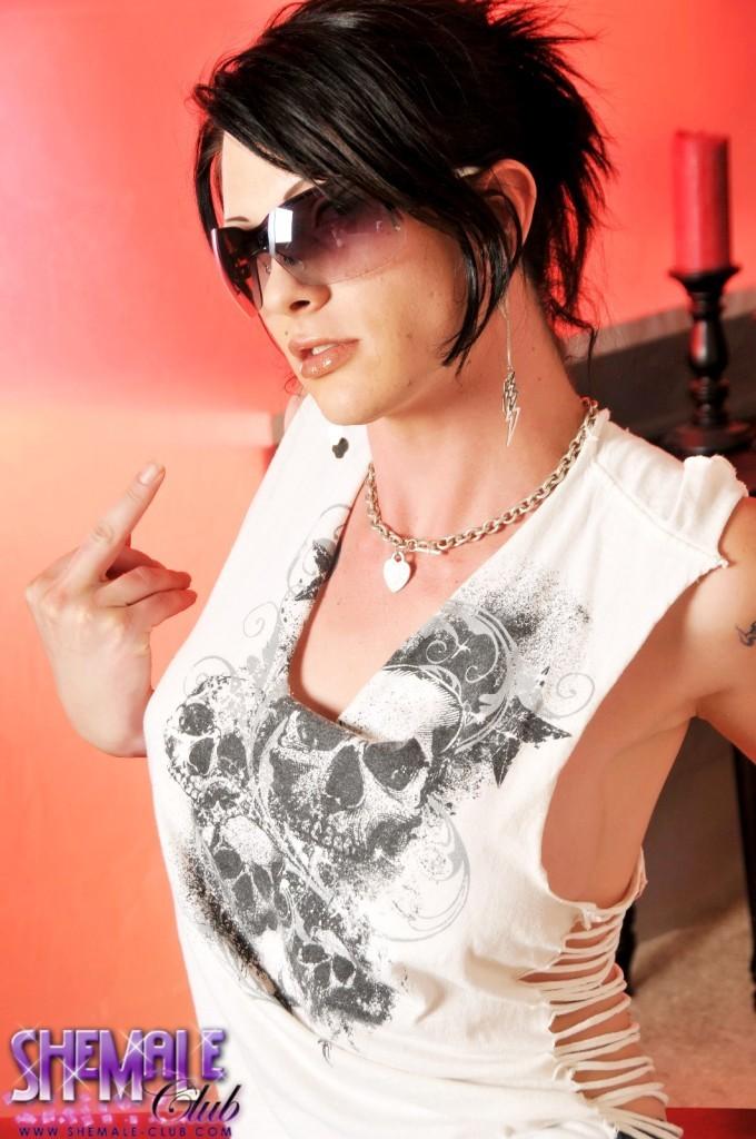 Smoking Flirtatious Morgan Bailey Posing Her Goods