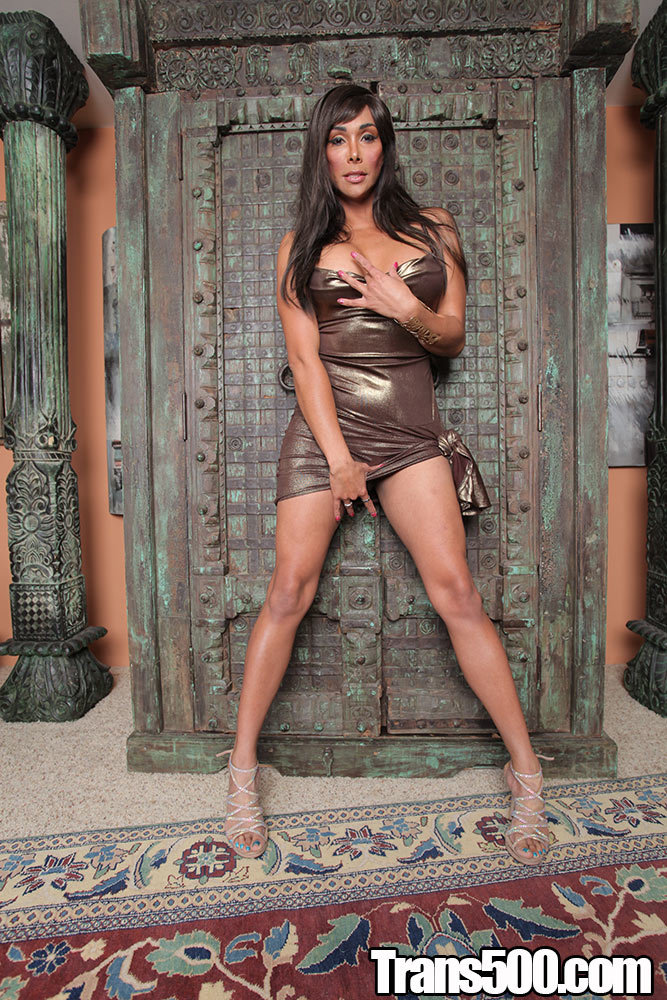 Vaniity Enjoys Herself A Enormous Tool In Her Tight Ass!