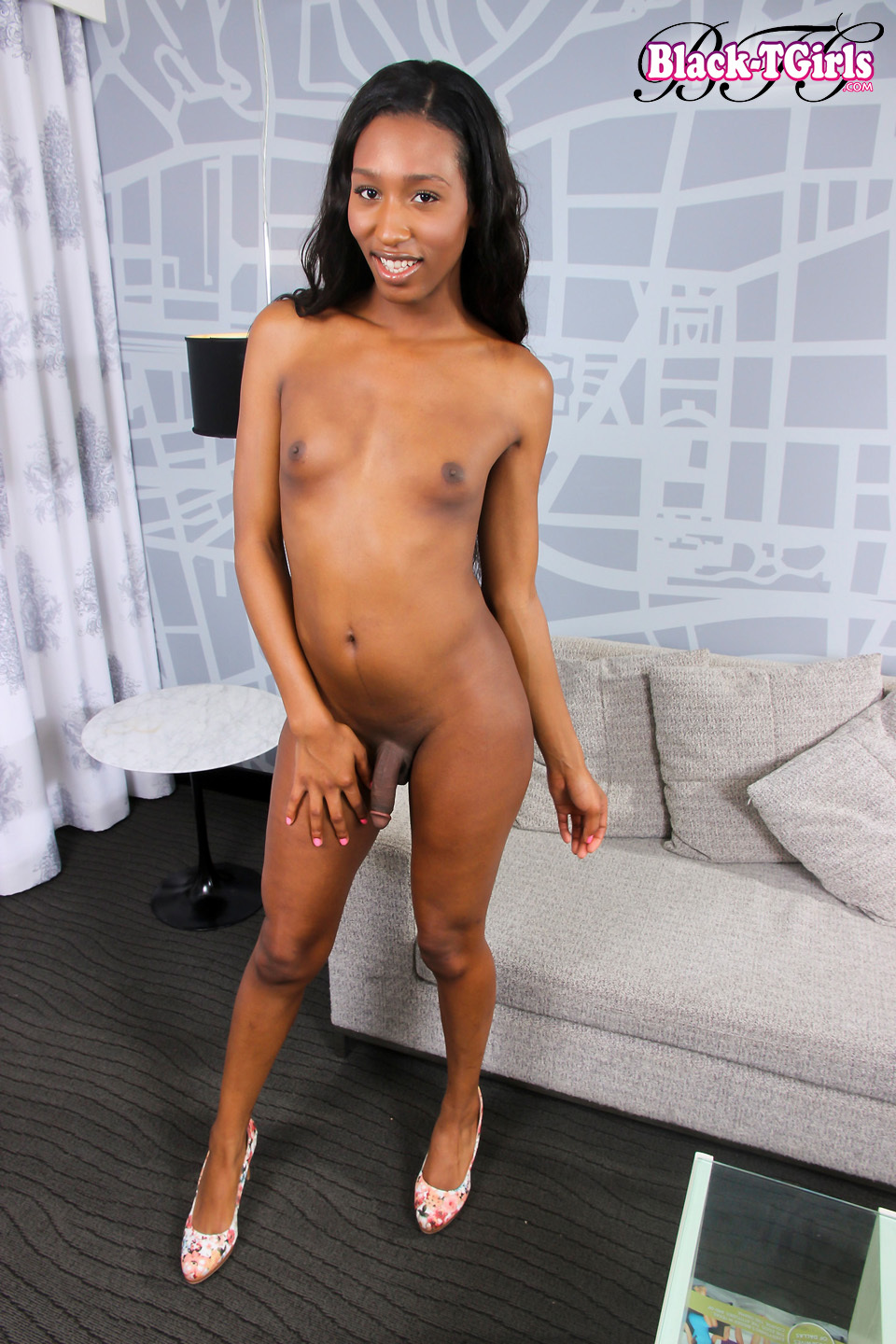 Toya Long Is A Seductive Grooby Girl With A Kissable Well Toned Body